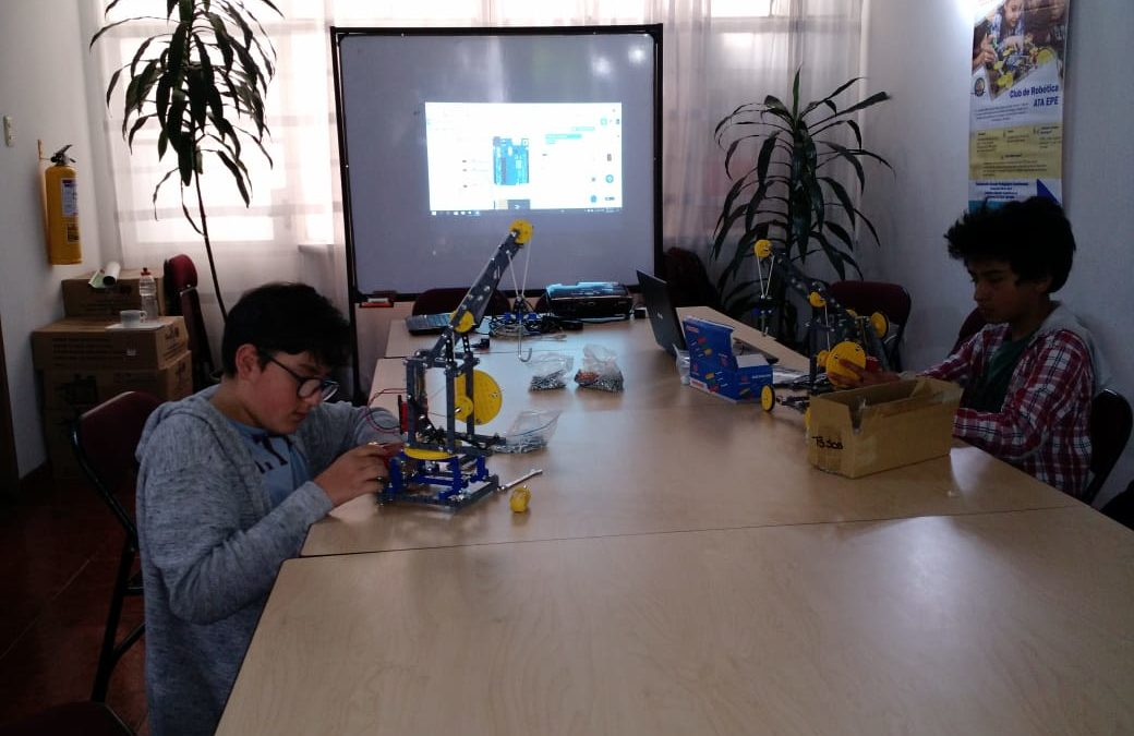 Los chicos del Club de Robótica ATA EPE te comparten sus desarrollos robóticos